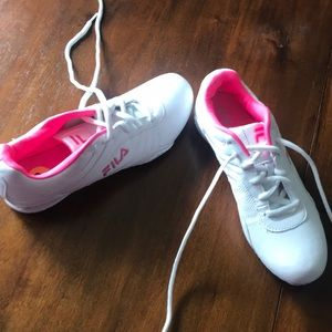 white fila tennis shoes with pink added on heel